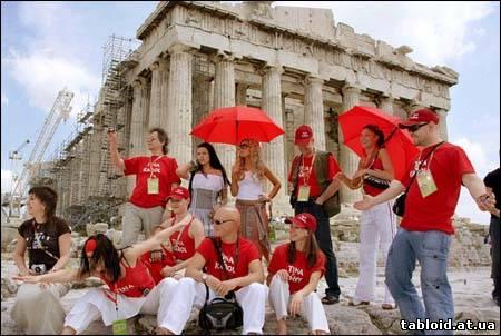 Тина Кароль в Греции - все в красном